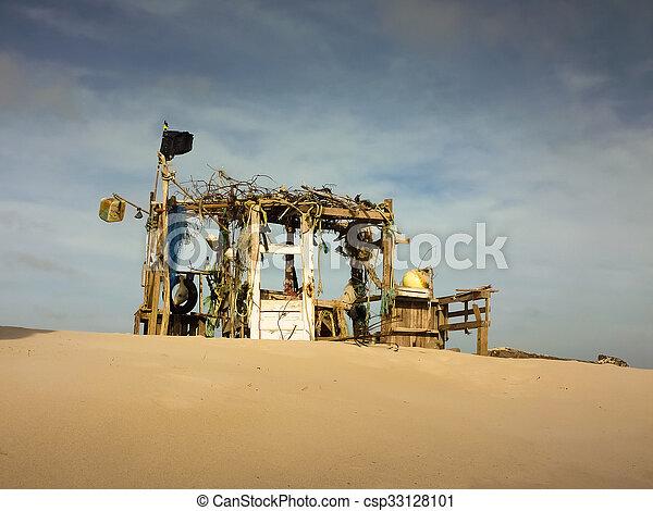 La cabaña de la playa - csp33128101