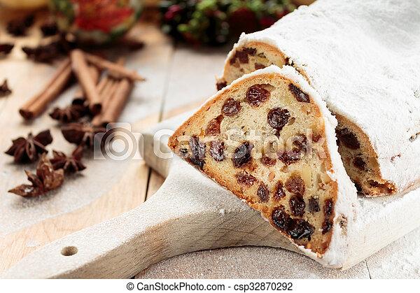 christmas cake csp32870292