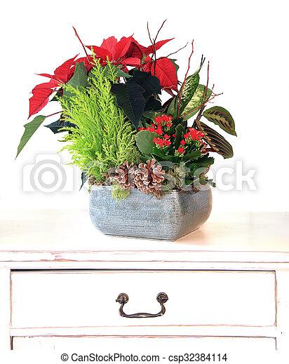 Christmas floral arrangement - csp32384114