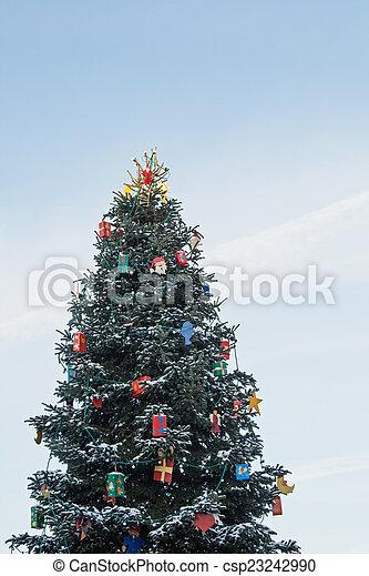 Christmas tree - csp23242990