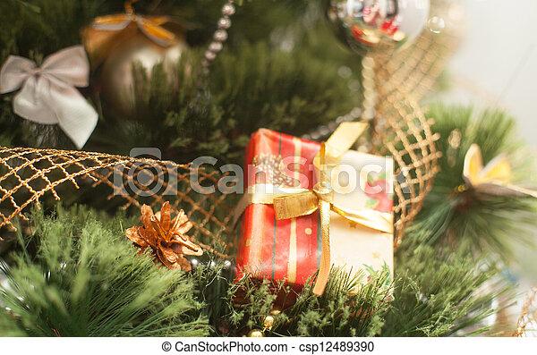Christmas tree with gift box - csp12489390
