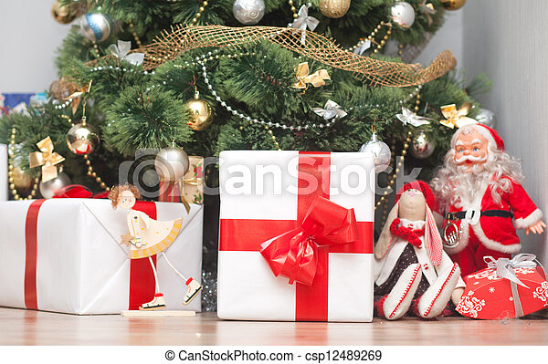 Christmas tree with gift boxes - csp12489269