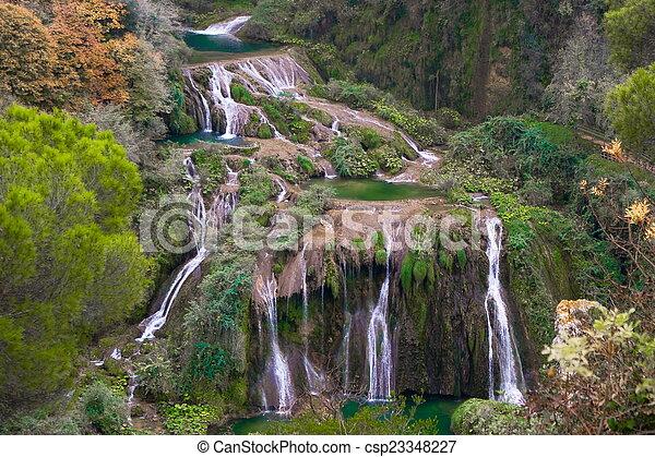chutes d'eau, marmore, italie - csp23348227