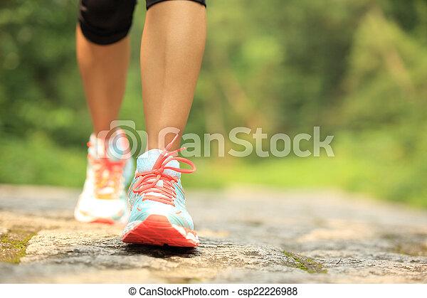 ciągnąć, pieszy, kobieta, las, nogi - csp22226988