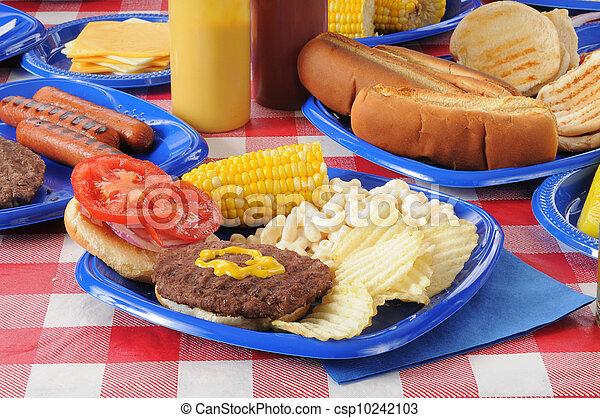 cibo, caricato, hamburger, tavola picnic - csp10242103