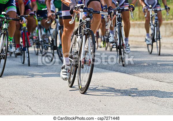 En bicicleta - csp7271448
