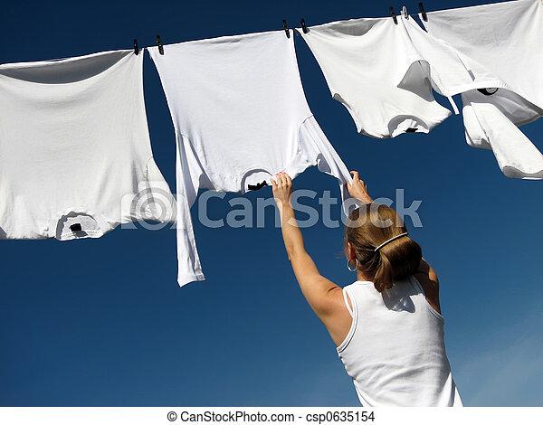 cielo azul, blanco, niña, lavadero - csp0635154