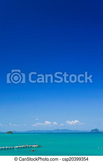 Mar azul y cielo - csp20399354