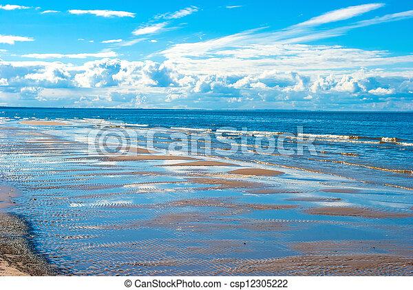 Mar azul y cielo - csp12305222