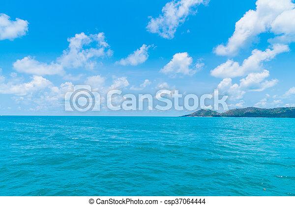 Mar azul y cielo - csp37064444