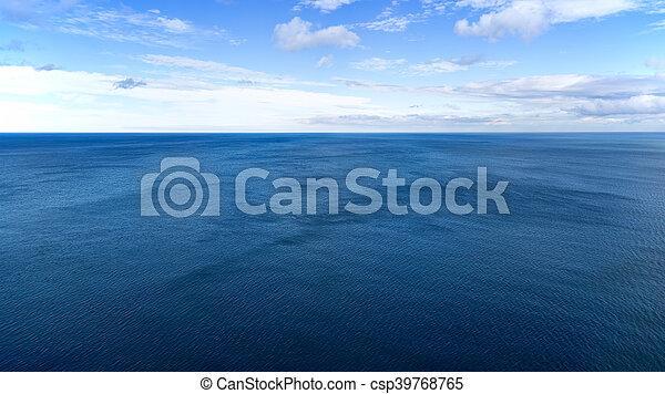 Mar azul y cielo - csp39768765