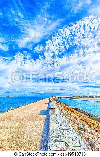 Mar azul y cielo - csp19513716