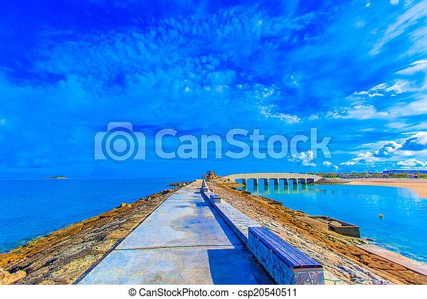 Mar azul y cielo - csp20540511