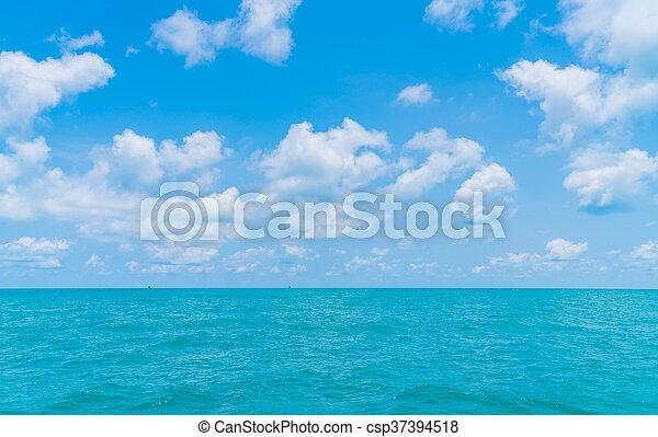 Mar azul y cielo - csp37394518