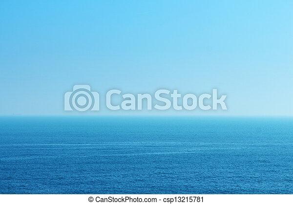 Mar azul y cielo - csp13215781