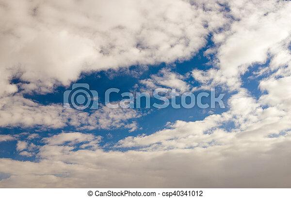 Un cielo azul con nubes blancas - csp40341012