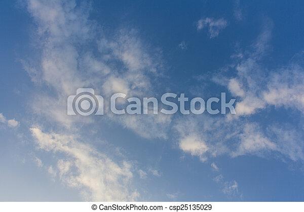 Nubes con cielo azul - csp25135029