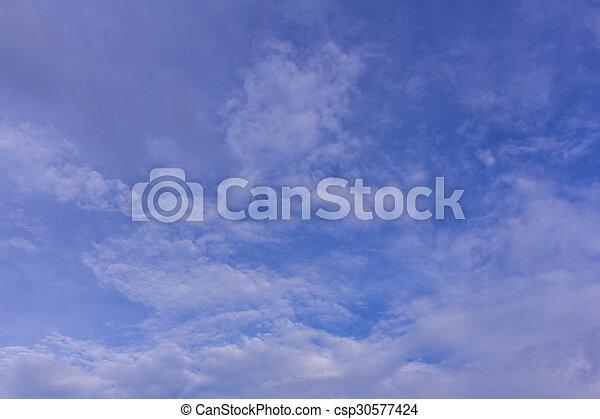 Cielo azul con nubes de fondo y textura - csp30577424
