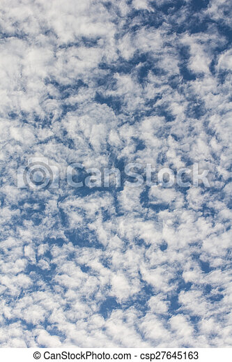 Nubes de belleza con fondo azul - csp27645163