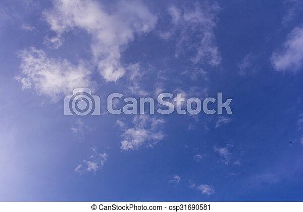 Cielo azul con nubes de fondo y textura - csp31690581