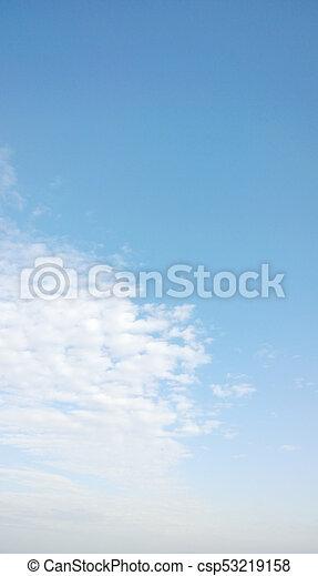cielo azul, plano de fondo - csp53219158