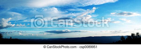 El cielo nublado - csp0089951