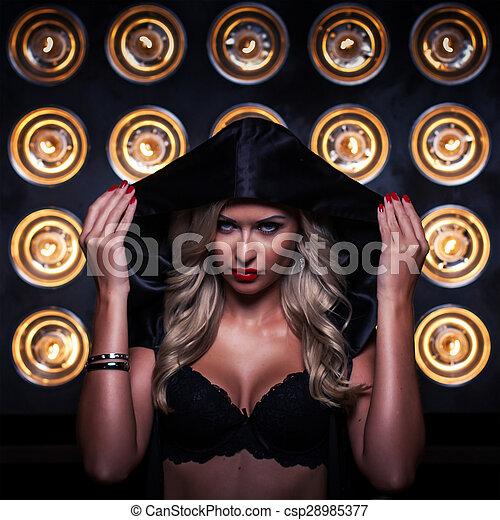 ciemny, tajemniczy, kobieta, kaptur, portret - csp28985377