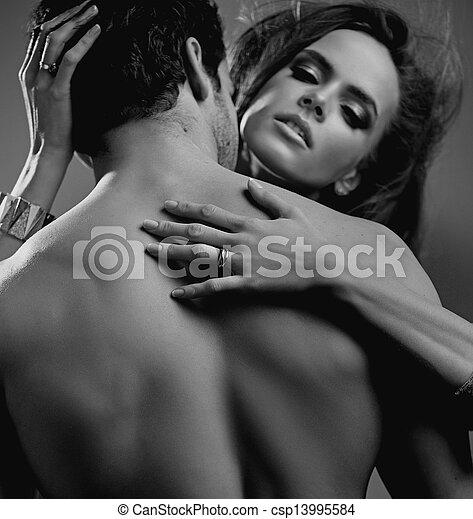 Cierra el retrato de amantes guapos - csp13995584