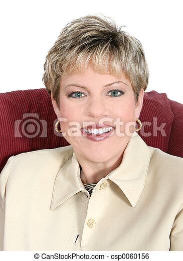 Mujer de negocios en beige de cerca - csp0060156