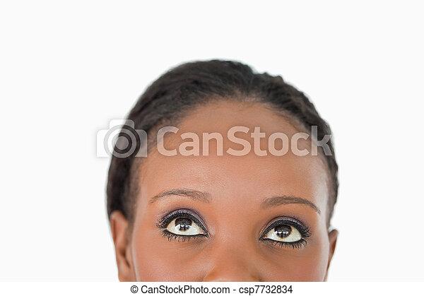 Cerca de la frente de una mujer en un fondo blanco - csp7732834