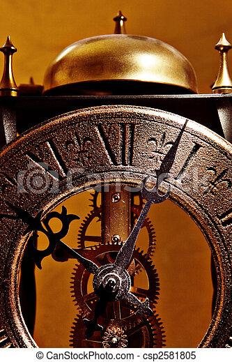 El viejo reloj cierra la vista - csp2581805