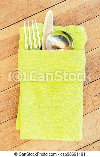 Cerca de cubiertos sobre la mesa - csp38691191