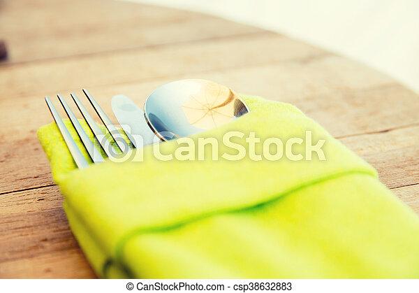 Cerca de cubiertos sobre la mesa - csp38632883