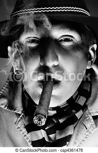 El hombre del cigarro - csp4361478