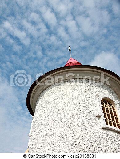 Arriba de la torre en el cielo azul. - csp20158531