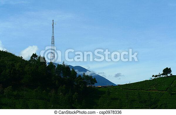 Torre sobre la colina - csp0978336