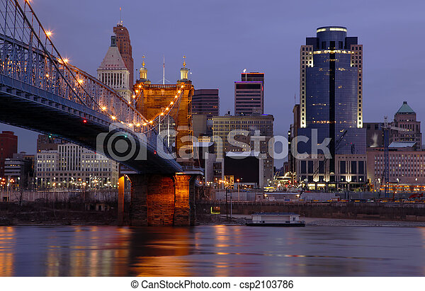 Cincinnati, Ohio Skyline. - csp2103786