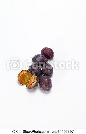 Fruta de ciruela aislada en fondo blanco - csp10405797