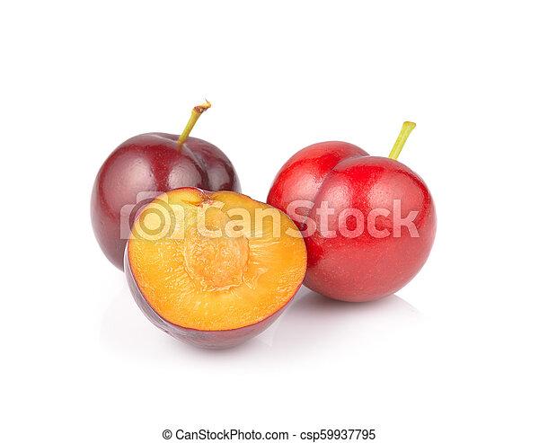 Fruta de ciruela aislada en fondo blanco - csp59937795