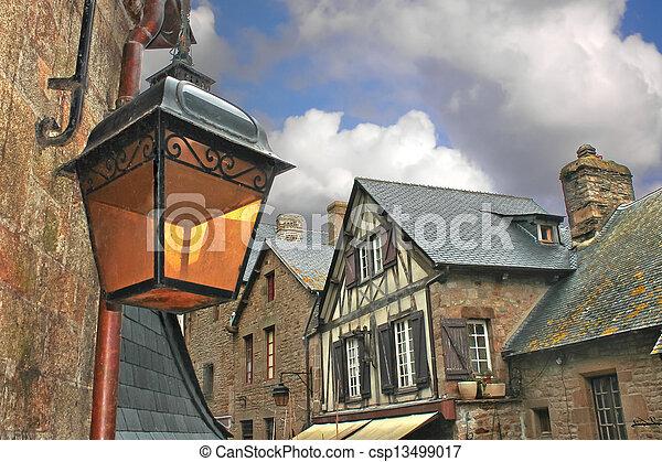 Citt strade medievale francese lanterna fotografia d for Piani di casa francese in tudor
