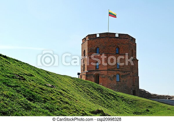 El castillo de Gediminas en la ciudad de Vilnius. Lituania - csp20998328