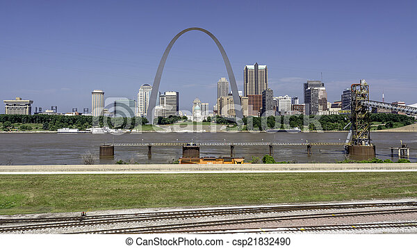City of St. Lous with the Mississippi River - csp21832490