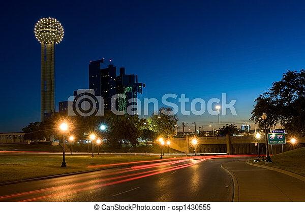 Dallas Cityscape con torre de reunión - csp1430555