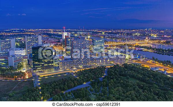 Cityscape de Viena por la noche, vista aérea. Austria - csp59612391