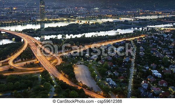 Cityscape de Viena por la noche, vista aérea. Austria - csp59612388