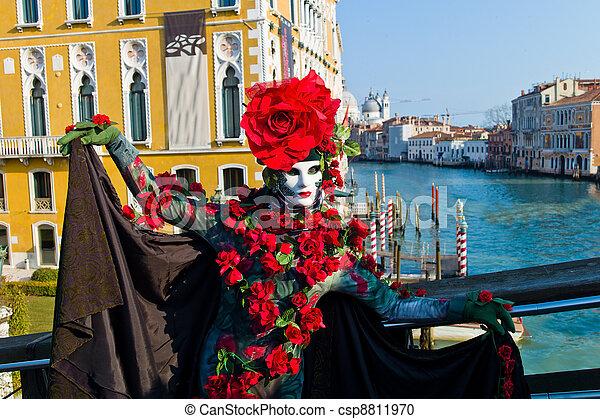 Carnaval en la única ciudad de Venecia en Italia. Máscaras venecianas - csp8811970
