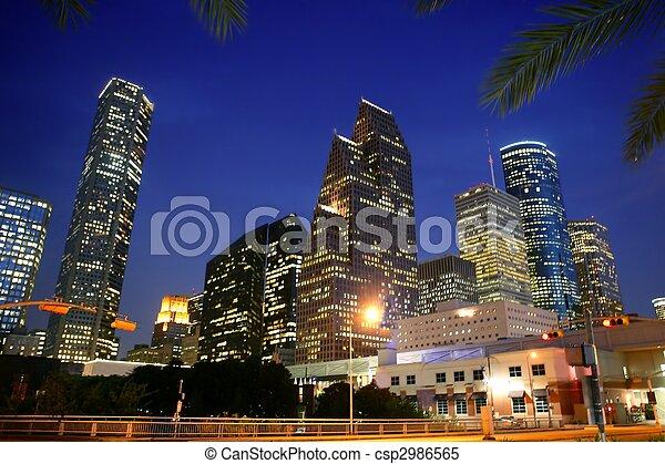 La vista de Dallas en el centro de la ciudad urbana - csp2986565