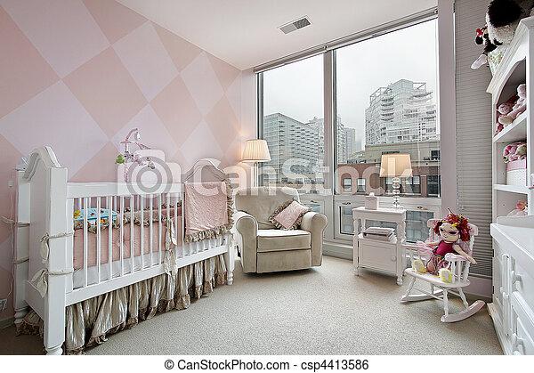 El cuarto del bebé con vista a la ciudad - csp4413586