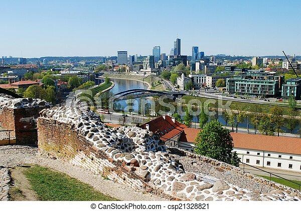 Vilnius, vista desde el castillo de Gediminas - csp21328821