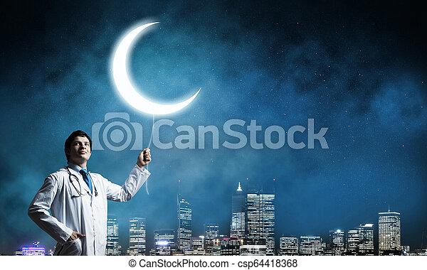 Doctor en la guardia de salud de la ciudad - csp64418368